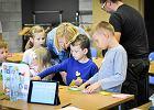 Za uścisk dłoni dyrektora, bez dodatkowych pieniędzy, bez prądu... Polska szkoła uczy programowania