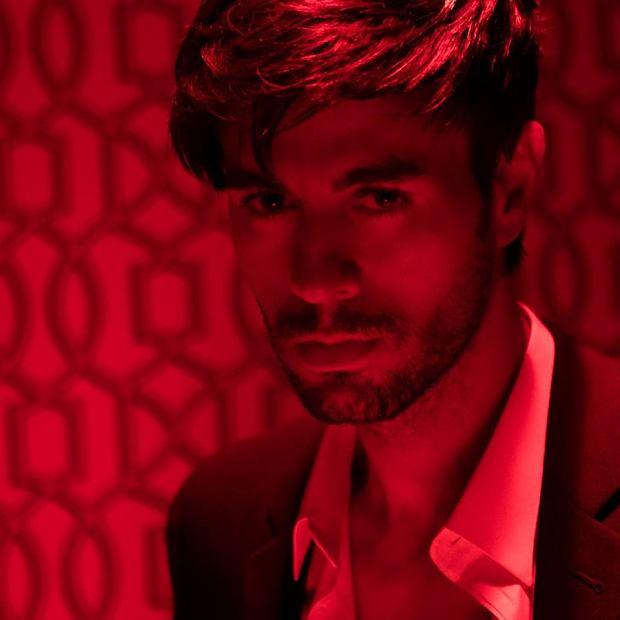 """Tydzień temu pisaliśmy o powrocie Enrique Iglesiasa i jego zapowiedzi nowego utworu """"EL BA?O"""". Dziś możecie go już posłuchać!"""