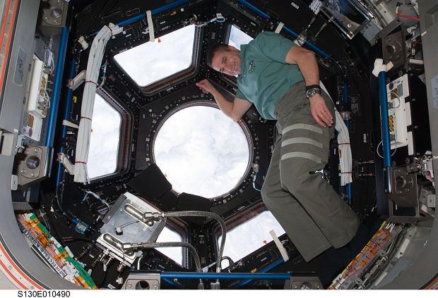 George Zamka, dowódca misji STS-130 w kopule ISS