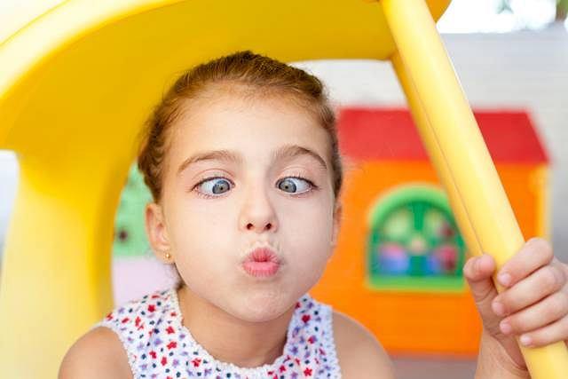 Amblyopia to choroba oczu, która występuje u dzieci. Dotyka głównie te, które maja już wadę wzroku np. zeza lub astygmatyzm