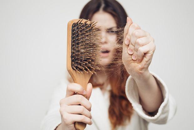 wypadanie włosów ból w klatce piersiowej
