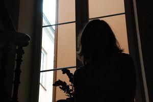Jest �ledztwo w sprawie kontakt�w seksualnych ksi�dza katechety z uczennic�