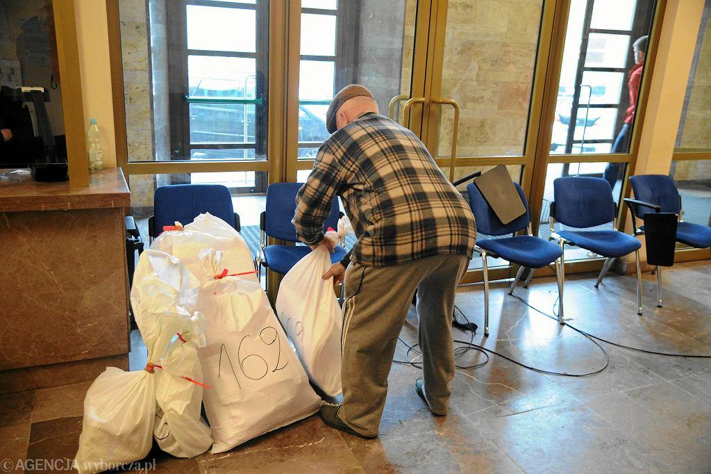 Worki z głosami w Miejskiej Komisji Wyborczej w Szczecinie