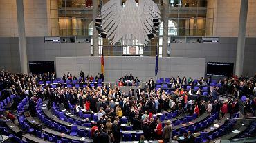 Kanclerz Niemiec Angela Merkel i parlamentarzyści podczas głosowania dot. legalizacji małżeństw osób tej samej płci. Bundestag, Berlin, 30 czerwca 2017