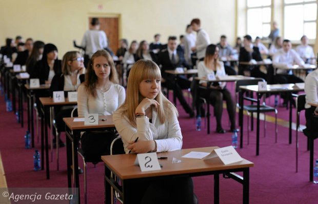 Egzamin gimnazjalny 2016. ANGIELSKI I NIEMIECKI, poziom rozszerzony - uczniowie piszą [ODPOWIEDZI, CKE ARKUSZE, TEST JĘZYK OBCY]