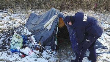Policja i straż miejska regularnie patrolują miejsca, w których przebywają bezdomni zimą