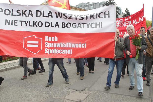 Zdjęcie numer 31 w galerii - 1 maja w Warszawie. Manifestacje przeciw umowom śmieciowym i reprywatyzacji