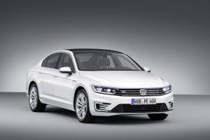 Salon Pary� 2014 | Volkswagen Passat GTE | Do kompletu z Golfem