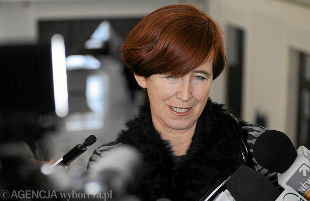 Minister Rafalska: dodatek 500 zł na dziecko też dla najbogatszych. I bez zmian w ulgach