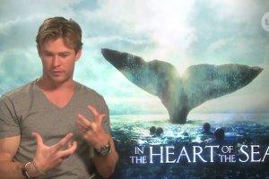 """Chris Hemsworth jad� tylko 500 kalorii dziennie. Pokaza�, jak wygl�da. Jest przera�aj�co chudy. """"Nie polecam tego"""""""