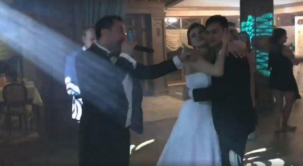 Zdjęcie numer 2 w galerii - Syn Marcina Millera wziął ślub! Gwiazdor disco polo przygotował dla niego wyjątkową niespodziankę [ZDJĘCIA + WIDEO]