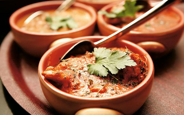 Papryczki chili: kuchnia ostra jak diabli, kuchnia, kuchnie świata, Kucharze prowincji Sichuan i Hunan używają głównie past oraz olejów aromatyzowanych chili