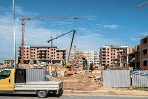"""Rząd chce utrudnić otrzymanie warunków zabudowy. To utrudnienia nie tylko dla deweloperów. """"Będzie zapaść na rynku"""""""