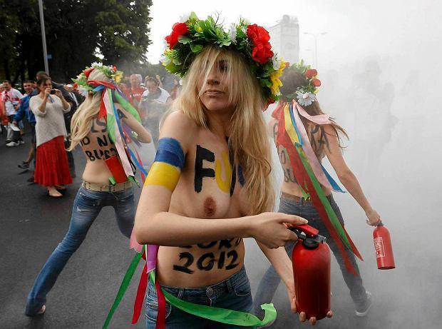 z11893419Q,Protest-aktywistek-FEMEN-u-pod-Stadionem-Narodowym.jpg