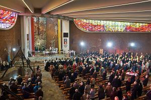 Kościół podaje statystyki: Od 2008 r. w niedzielnych mszach uczestniczy 40 proc. wiernych