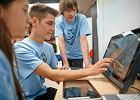 E-podręcznik nie zastąpi książki. Choć ma być jak w grach komputerowych: Uczniowie wykonują zadania w wymyślonym, fantastycznym świecie. I w ten sposób się uczą