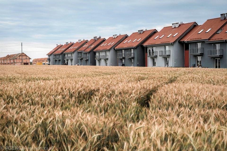 Osiedle powstałe w ramach rządowego projektu 'Mieszkanie plus' w Jarocinie.