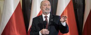 Siemoniak: Minister powinien odda� wojskowym dowodzenie, a nie pr�bowa� bawi� si� w dow�dc� [3x3]