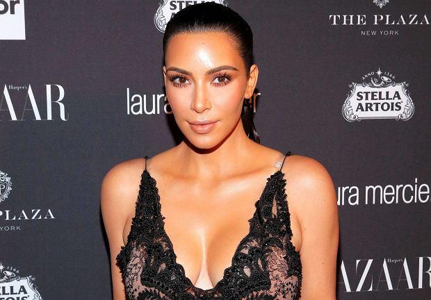 Kim Kardashian pozazdrościła mężowi kariery muzycznej, dlatego postanowiła zrobić konkurencję swojemu ukochanemu. Celebrytka tak bardzo spieszy się z realizacją upragnionego marzenia, że aż zapomniała poinformować o nim Kanye'go Westa. Raper jeszcze nie wie, co planuje jego tajemnicza żona. Czy fani bogatej pary mogą liczyć na muzyczny duet? A może szybciej doczekają się rozpadu małżeństwa?