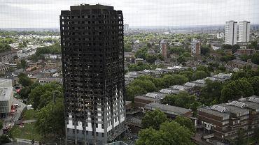 Spalony budynek Grenfell Tower w Londynie