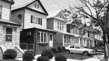 Rok 1984  i amerykański sen w rozkwicie: nowojorskie osiedle Rego Park