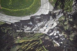 Trzęsienie ziemi było tylko początkiem. Japonia w stanie klęski