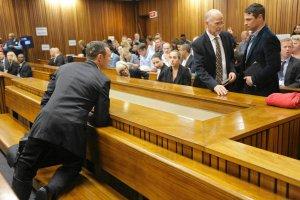 Proces Pistoriusa. Biegacz mia� md�o�ci, s�ysz�c szczeg�y sekcji zw�ok