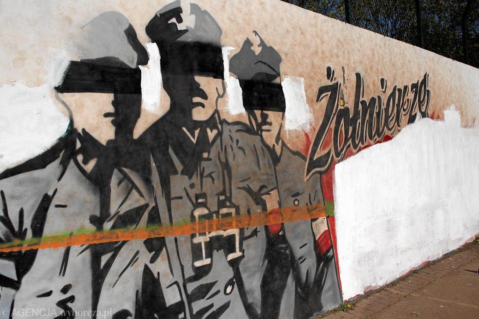 Mural dla o nierzy wykl tych na ochocie zniszczony for Mural warszawa 44