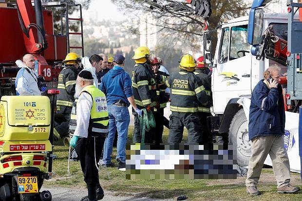 """Izrael: ciężarówka wjechała w żołnierzy na promenadzie. Są zabici. """"To atak terrorystyczny"""""""