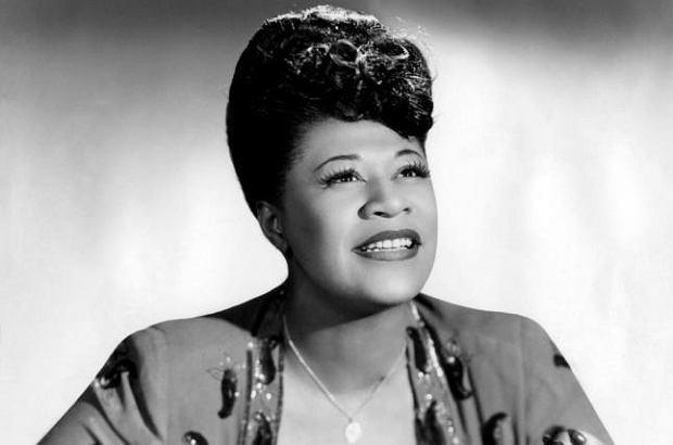 Ella Fitzgerald uważana jest za jedną z najważniejszych wokalistek jazzowych XX wieku. Dziś obchodzimy 20. rocznicę jej śmierci.