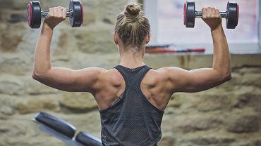 Przyjmowanie kreatyny pomaga w budowaniu masy mięśniowej