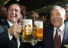 Były kanclerz Niemiec Gerhard Schroeder wypiera się związków z dyktatorem Kazachstanu