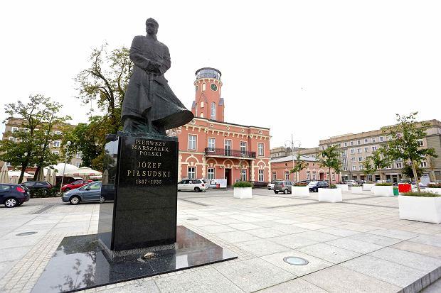 Piłsudski w Częstochowie. Jego pomnik wędrował po mieście [STARE ZDJĘCIA]