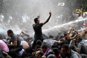 Ludzie dosłownie fruwali w powietrzu. Brutalna pacyfikacja demonstracji w Armenii