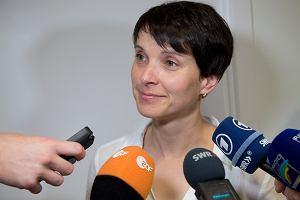 Niemiecka skrajna prawica p�ka. Posz�o o dzia�acza neguj�cego Holocaust