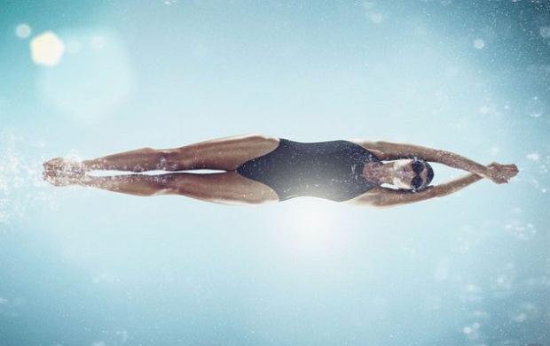 Pływanie poprawia koordynację ruchową, zwiększa zakres ruchów