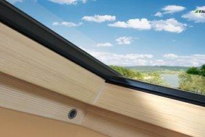 Zawilgocona membrana dachowa wok� okna