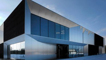 Biurowiec ma jedno piętro i 650 metrów powierzchni kwadratowej powierzchni