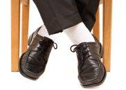 Akademia stylu: 13 modowych obciachów. Białe skarpety, ciemne półbuty, moda męska, akademia stylu