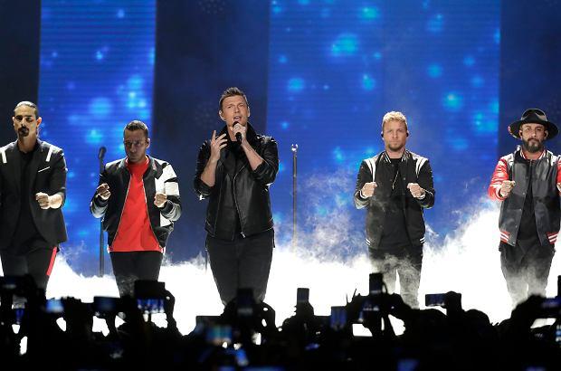Podczas koncertu Backstreet Boys doszło do dramatycznego incydentu. Zawaliła się część metalowej konstrukcji. Co najmniej 14 fanów trafiło do szpitala.