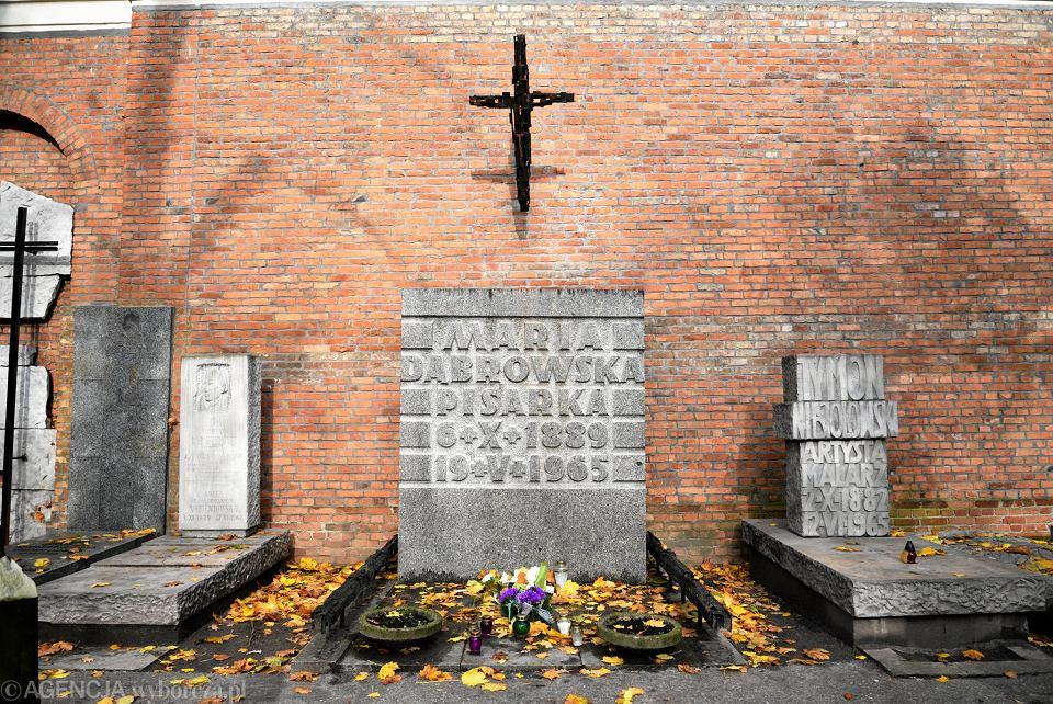 Cmentarz Stare Powązki . Grobowiec Marii Dąbrowskiej