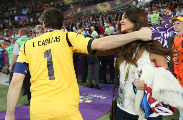 Spain's goalkeeper and captain Iker Casillas is congratulated by his girlfriend, television journalist Sara Carbonero, after defeating Italy to win the Euro 2012 final at the Olympic stadium in Kiev, July 1, 2012.            REUTERS/Eddie Keogh (UKRAINE  - Tags: SPORT SOCCER)