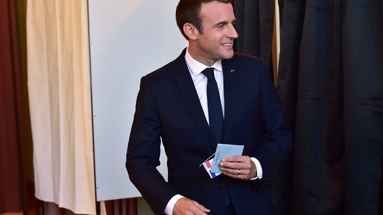 Partia Emmanuela Macrona wspólnie z koalicjantem zdobędzie bezwzględną większość w parlamencie