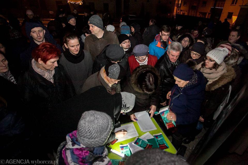Skawina, parafia pw. Św. Apostołów Szymona i Judy Tadeusza. Zbieranie podpisów pod petycją w sprawie uchwały antysmogowej dla Małopolski