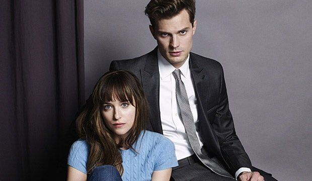 Dakota Johnson i Jamie Dornan jako Anastasia Steele i Christian Grey. Premiera filmu w 2015 r.