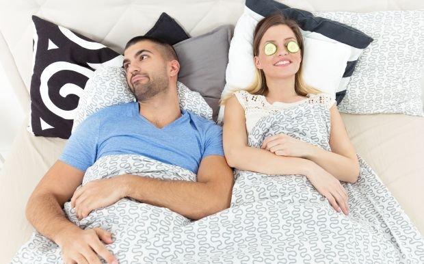 W łóżku można odpoczywać, zatroszczyć się o skórę... Dlaczego się nie chce?