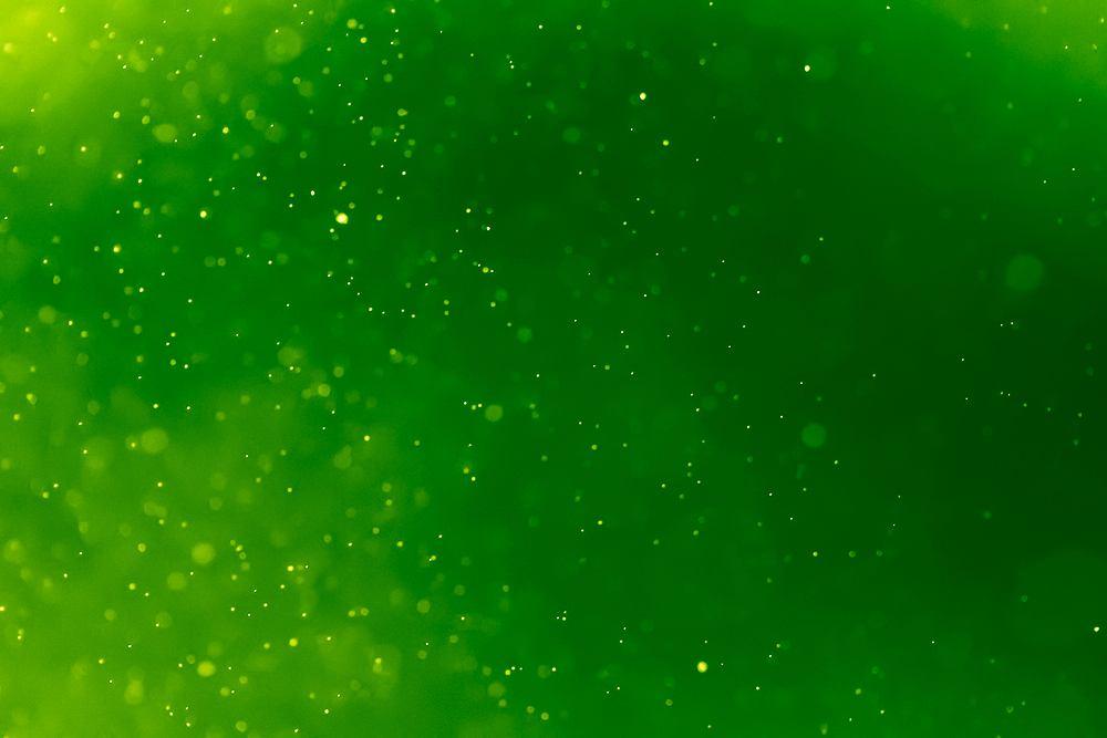 Miłośnicy koloru zielonego, to optymiści, którzy lubią słuchać i są pokojowo nastawieni do świata