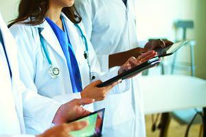 Nowe technologie w szpitalach. Tablety z dostępem do dokumentacji medycznej przyśpieszają pracę lekarzy