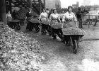 Pierwsza Wojna �wiatowa, pierwszy gender. Kobiety mia�y prac�, nie�lubne dzieci uznanie, a geje - gejowskie kluby