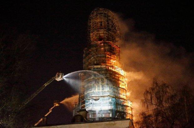 Po�ar Monasteru Nowodziewiczego w Moskwie. Ogie� powa�nie uszkodzi� wie�� klasztoru